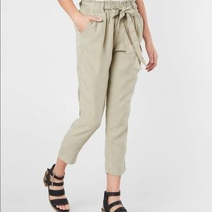 Cropped Buckle pants